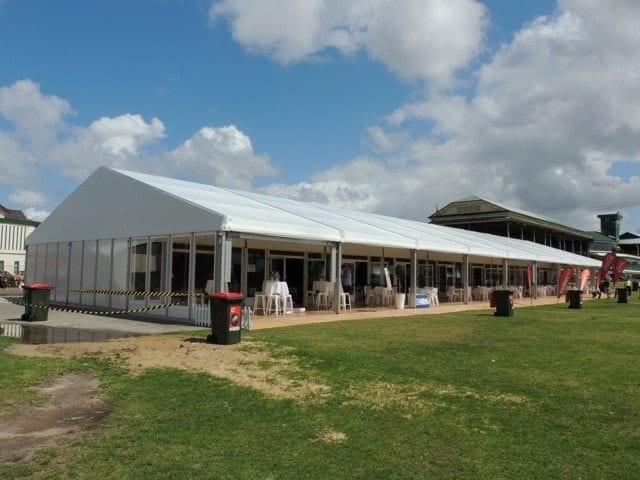 Carpa para eventos construida en las instalaciones del Club de Hockey de Newcastle